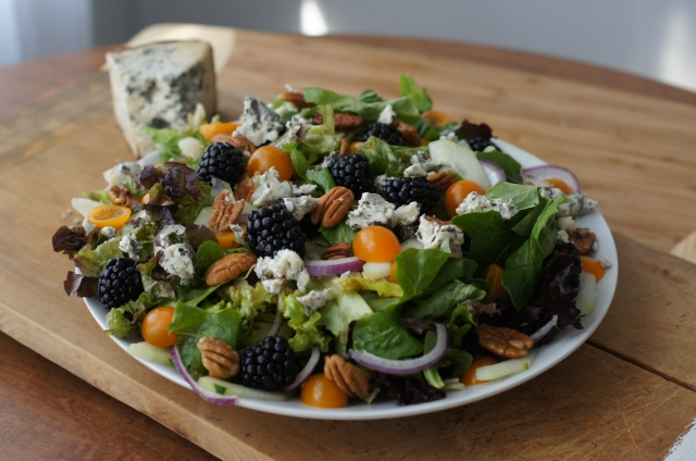 blackberry and blue cheese salad