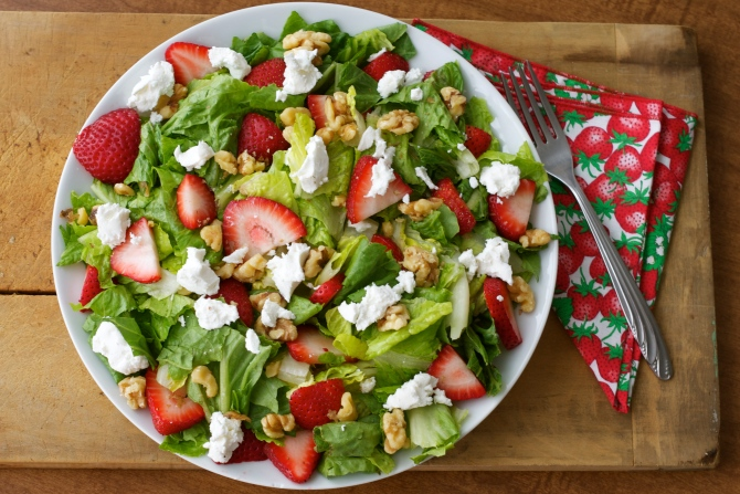 strawberry and coat cheese salad
